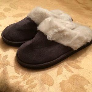 Shoes - ladies slip on slipper
